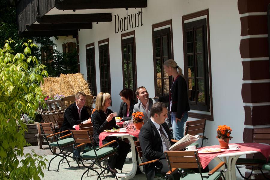 Kaffeepause im Dorfwirt, Hoteldorf SCHÖNLEITN