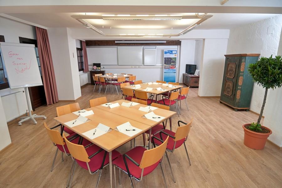 Mangart mit Workshop Tischen, Seminarhotel Faaker See