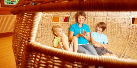 Familienzeit im Sitzkorb