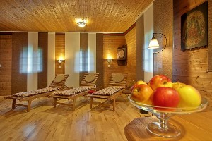 Ruheraum mit frischem Obst im Hoteldorf SEELEITN