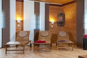 Liegestühle im Ruheraum, Hoteldorf SEELEITN
