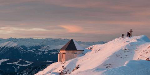 Skitourengeher am Gipfel Dobratsch