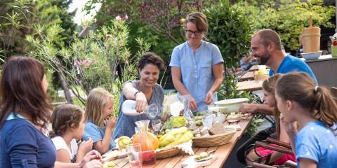 Jause mit der Familie auf der Dorfwirt-Terrasse
