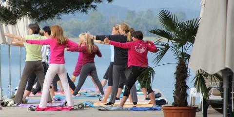 Yoga Session am Steg, Faaker See