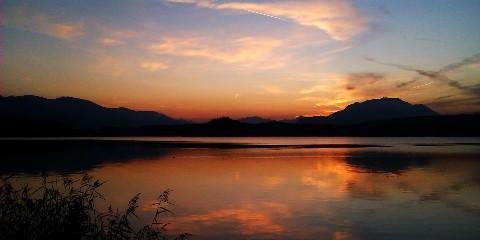 Sonnenuntergang am Faaker See mit Bergsicht