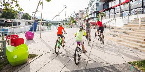 Familien-Radeln an der Seepromenade Faaker See