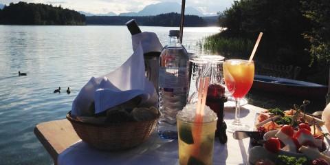Häppchen & Cocktails beim Sonnenuntergang am Faaker See