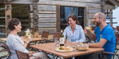 Käse & Weingenuss auf der Dorfwirt Terrasse
