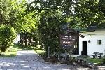 Wegweiser im Dorf Schönleitn, Naturel Hotels