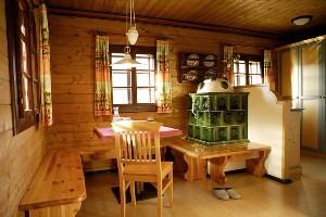 rustikale Sitzecke im Hoteldorf Kärnten