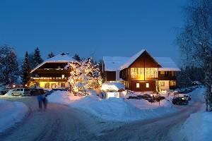 Winterbeleuchtung im Hoteldorf SCHÖNLEITN