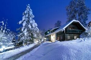 Hoteldorf SCHÖNLEITN im Schnee bei Nacht