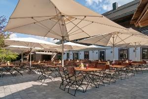 Dorfwirt-Terrasse, Hoteldorf SCHÖNLEITN