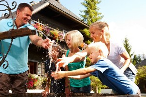 Wasserspiele mit der Familie, Hoteldorf SEELEITN
