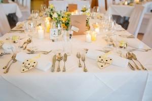 Wir schaffen es, mit schönen Hochzeitsgedeck Ihre Hochzeitsfeier perfekt zu machen