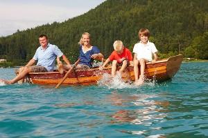 Bootsfahrt mit der Familie, Faaker See