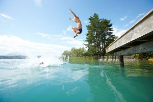 Sprung in den Faaker See, Hoteldorf SEELEITN