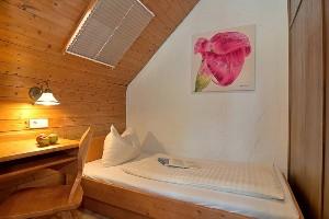 Einzelbett im Hoteldorf Kärnten