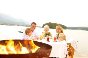 Sunset Dinner am Badesteg mit Familie, Hoteldorf SEELEITN